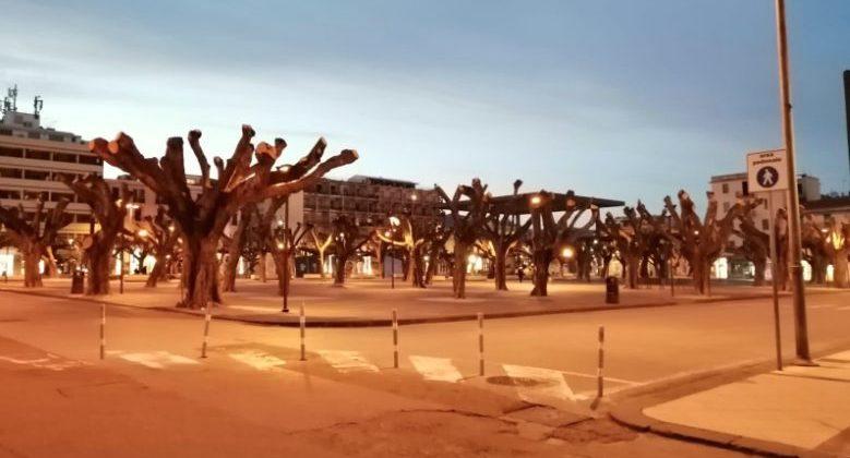 piazza cairoli deserta