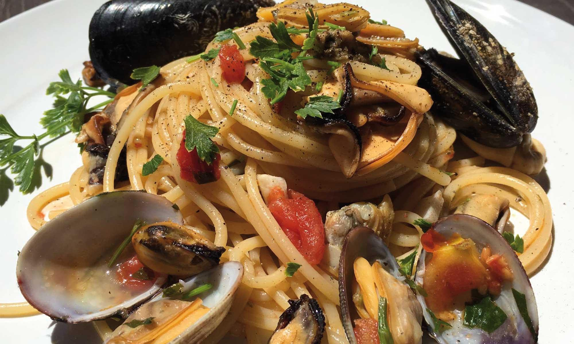 spaghetti con cozze alla messinese.