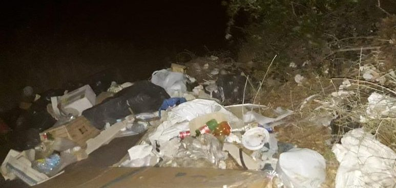 Emergenza rifiuti: una discarica a cielo aperto all'Annunziata alta