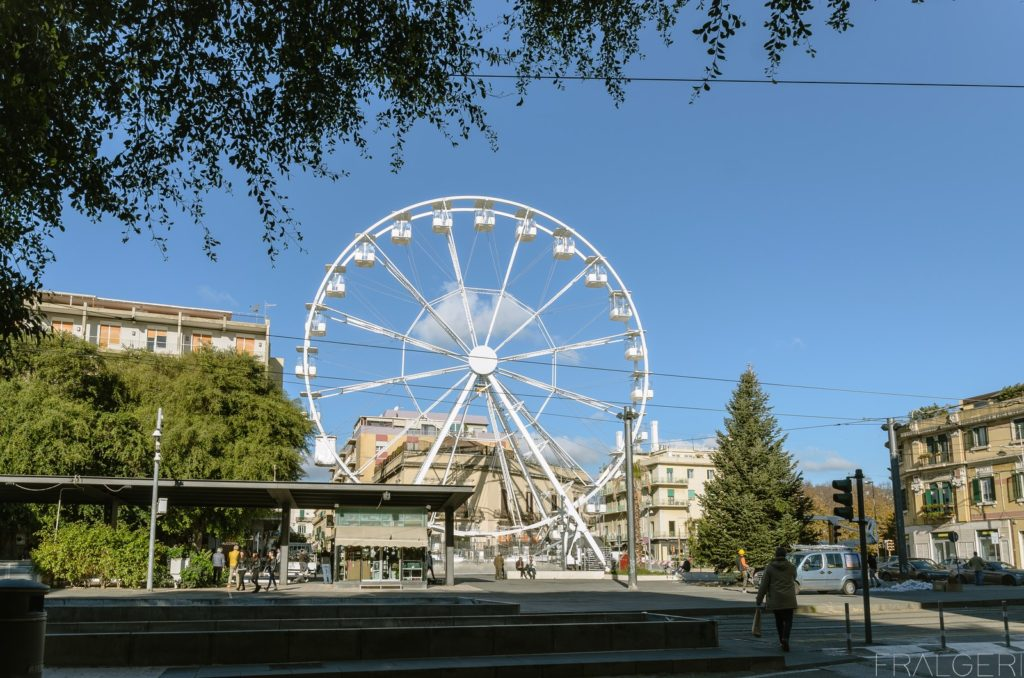 Il primo giro sulla ruota panoramica di Piazza Cairoli