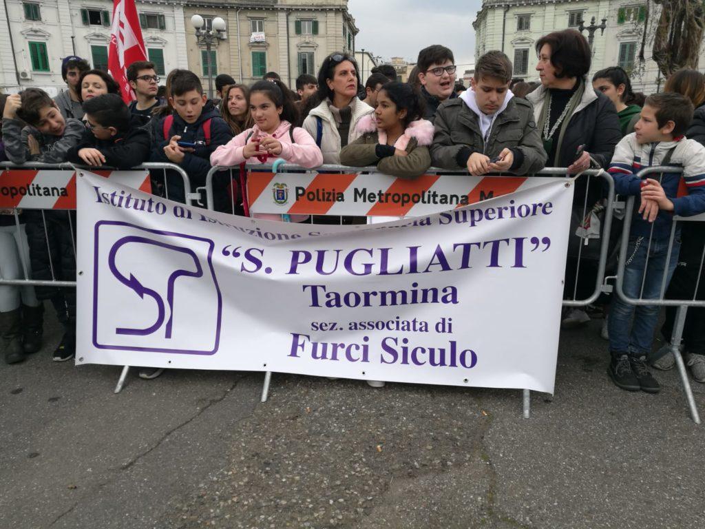 """La manifestazione organizzata da """"Libera"""" contro la mafia a Piazza Lo Sardo (Piazza del Popolo)"""