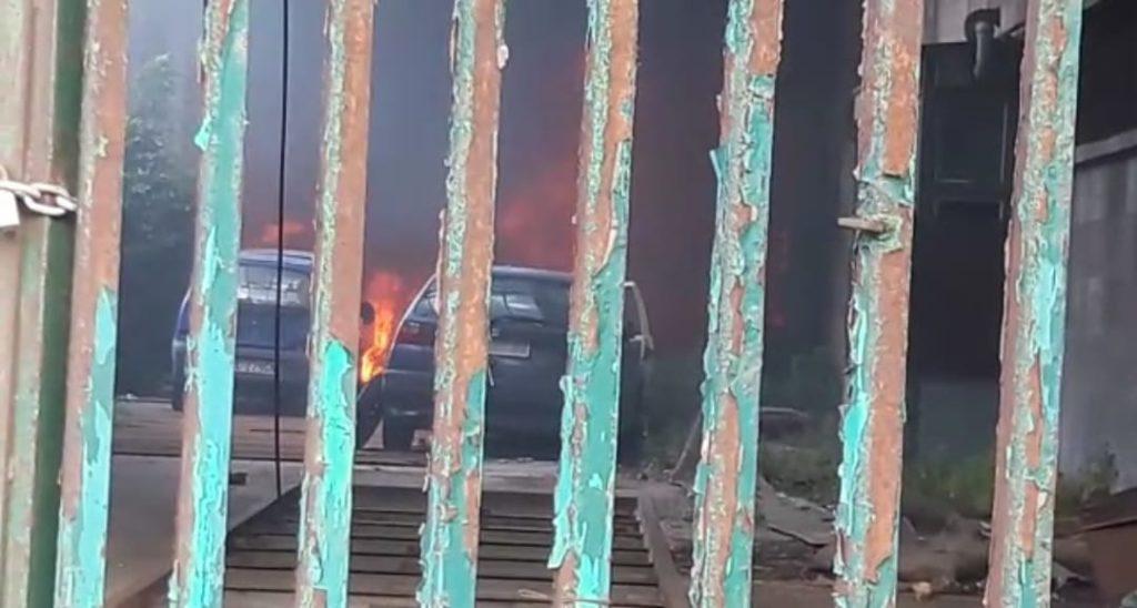 Incendio all'interno del cortile tra i Magazzini Generali ed il silos granai